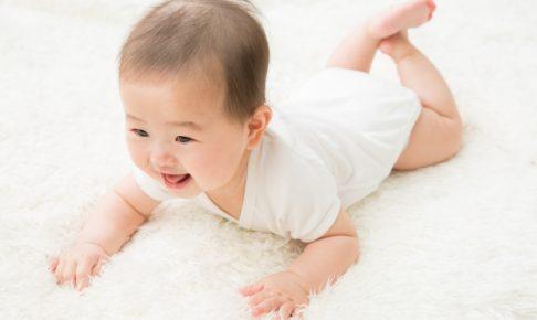 赤ちゃんのハイハイはいつから?練習方法と環境作りも紹介!